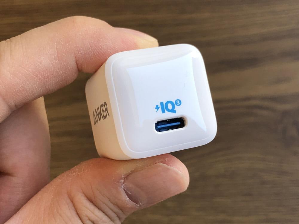 """【Anker PowerPort III Nanoレビュー】2.7cm角&30g超軽量小型ボディで携帯性抜群!""""サイズは子ども、パワーは大人""""を実現させたスマホ向けPD対応急速充電器 使ってみて感じたこと:これ以上ないと思わせるほどコンパクトな「PowerPort III Nano」故の欠点といえるのが、USB-Cポートが一つしか搭載されていないことです。"""