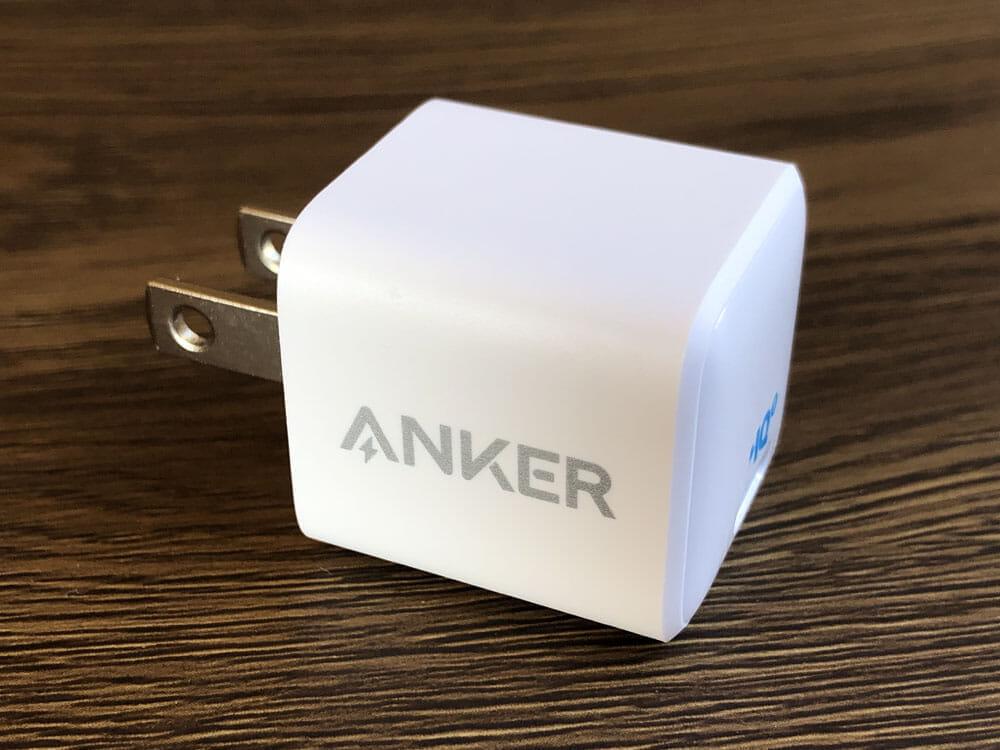 """【Anker PowerPort III Nanoレビュー】2.7cm角&30g超軽量小型ボディで携帯性抜群!""""サイズは子ども、パワーは大人""""を実現させたスマホ向けPD対応急速充電器 外観:デジャヴのごとく、どこかで見たことがあるようなデザイン。"""