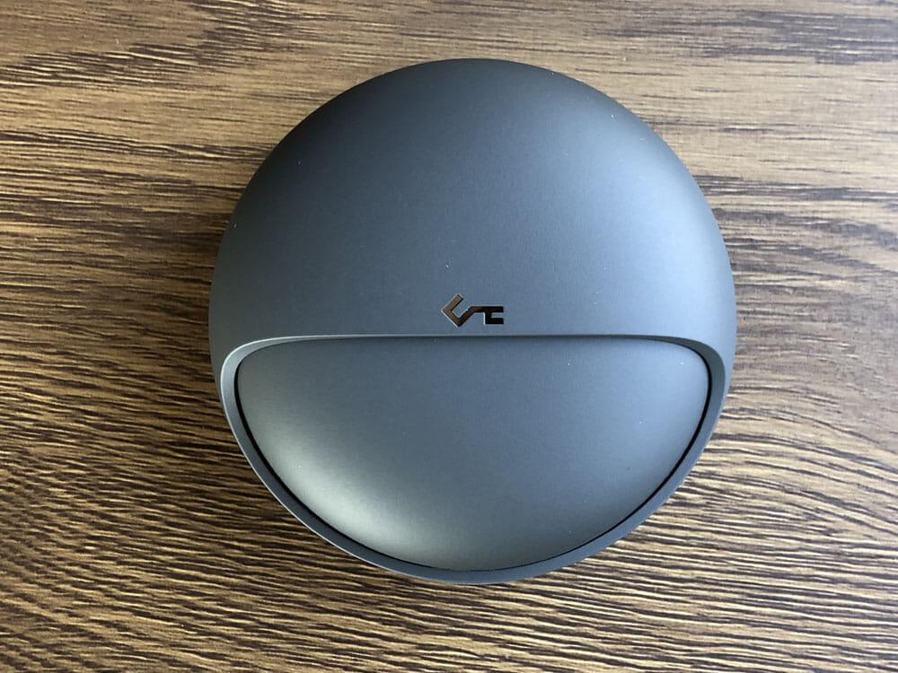 【Aukey BluetoothイヤホンEP-T10レビュー】2019年デザインアワード受賞!単独7時間再生&Qiワイヤレス充電対応のオーキー製完全ワイヤレスイヤホン|外観:イヤホン本体と同じシリコン?素材が使用されていて、しっとりと手に馴染みます。