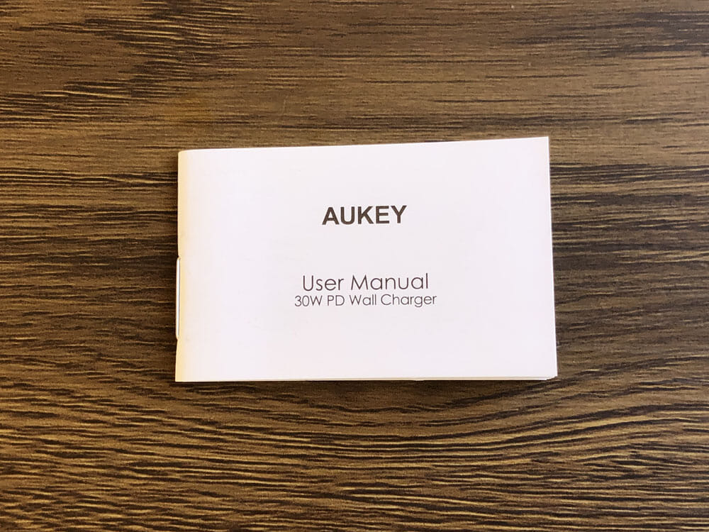 【Aukey PA-Y19レビュー】Ankerを上回るサイズと使い勝手!PD対応USB-Cポート搭載でスマホ・ノートPCを急速充電できる世界一コンパクトな急速充電器|付属品
