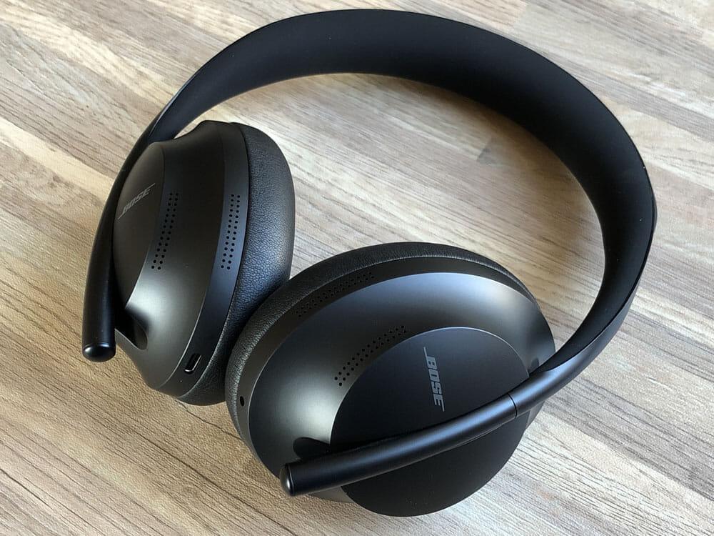 【BOSE NOISE CANCELLING HEADPHONES 700レビュー】ノイズキャンセリングヘッドホン史上最高の静寂!Bluetooth接続で極上の没入感を堪能しよう!|外観:弾力も程よい柔らかさで長時間の装着にも快適さで応えてくれます。