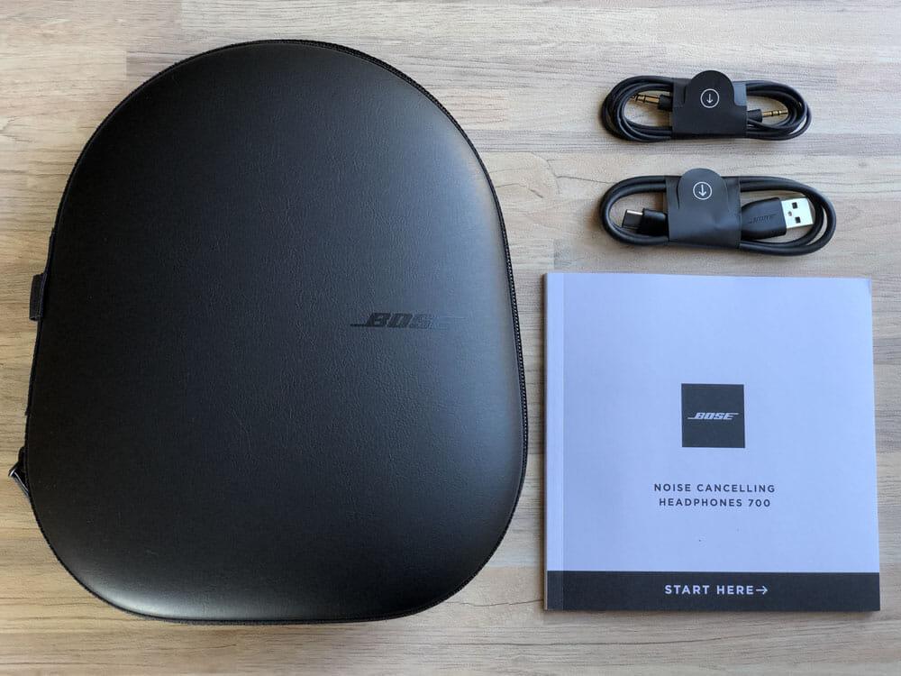 【BOSE NOISE CANCELLING HEADPHONES 700レビュー】ノイズキャンセリングヘッドホン史上最高の静寂!Bluetooth接続で極上の没入感を堪能しよう!|付属品