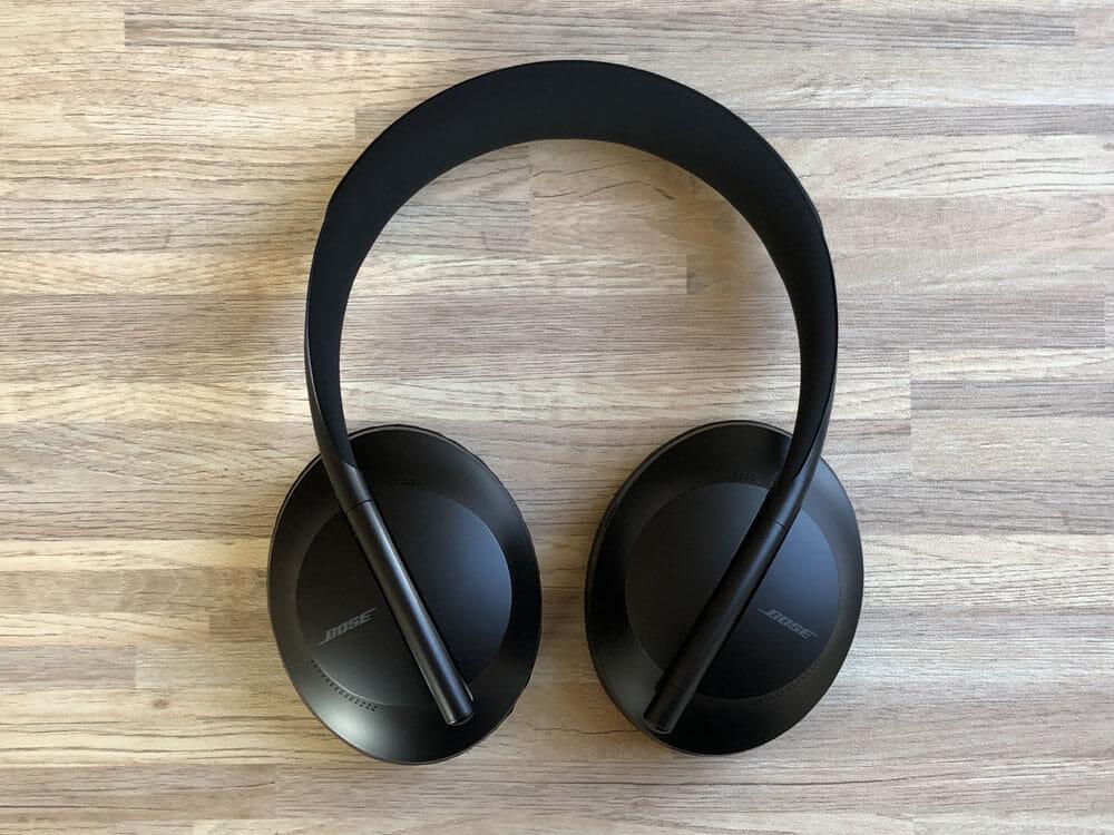 【BOSE NOISE CANCELLING HEADPHONES 700レビュー】ノイズキャンセリングヘッドホン史上最高の静寂!Bluetooth接続で極上の没入感を堪能しよう!|外観:貫禄十分なハイエンドノイズキャンセリングヘッドホンBOSE「NCH700」。