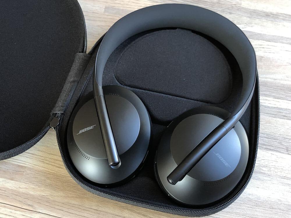 【BOSE NOISE CANCELLING HEADPHONES 700レビュー】ノイズキャンセリングヘッドホン史上最高の静寂!Bluetooth接続で極上の没入感を堪能しよう!|外観:キャリングケースに仕舞う際などに回転させますよ。