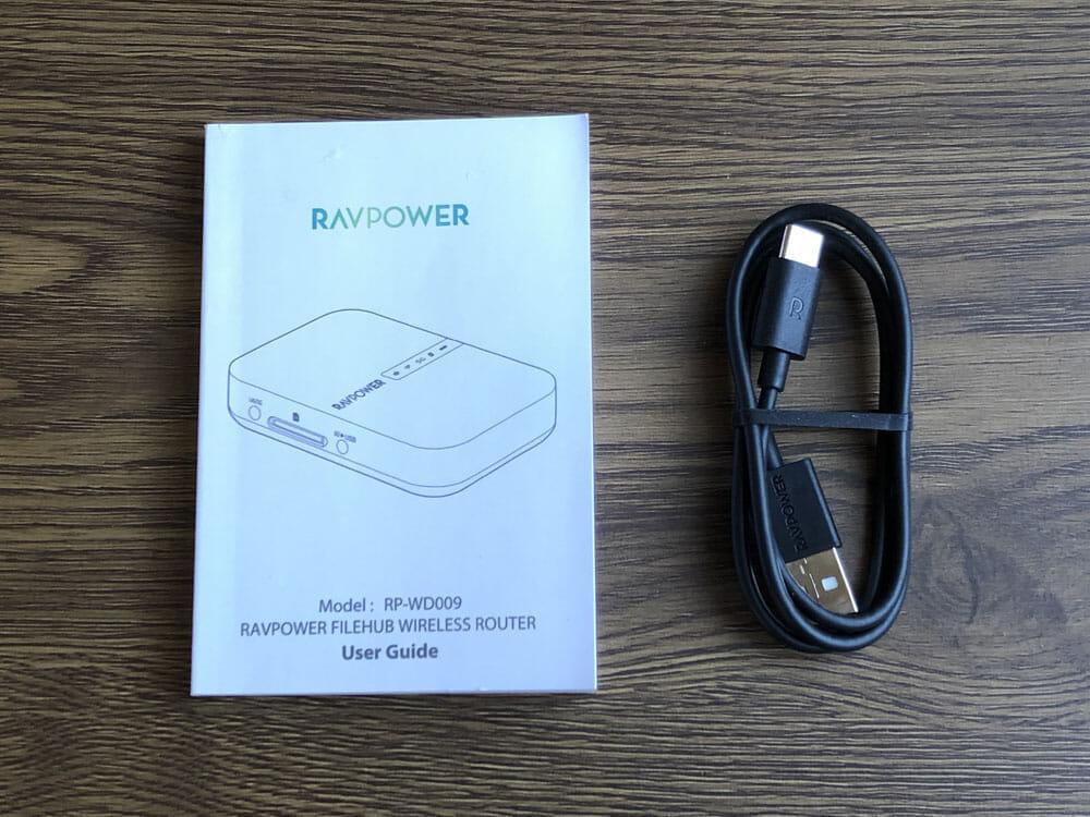 【RAVPower Filehub RP-WD009レビュー】スマホ写真&動画データを簡単バックアップ!無線でデータ共有もできるWi-Fi SDカードリーダー 旅行などに最適 付属品
