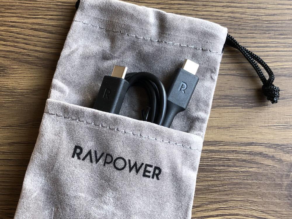 【RAVPower モバイルバッテリーRP-PB186レビュー】Anker競合製品を超える高出力・軽さ・価格!10000mAhクラス最強のモバイルバッテリー|付属品:ちなみに付属のポーチが面白い2ポケット型になっています。カンガルーみたいw 充電コードがちょうど収まります。