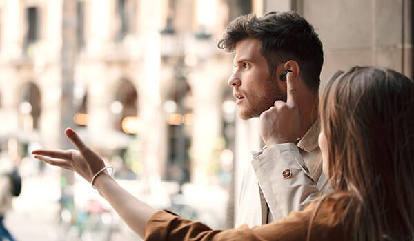 【ソニーWF-1000XM3レビュー】SONYの秀逸ノイズキャンセリング搭載!高性能と高級感を兼ね備えた新世代完全ワイヤレスイヤホン|音楽アプリで設定自在!|優れているポイント:周囲の音を取り込める2つのモードを搭載