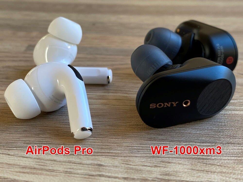 【AirPods Pro対SONY WF-1000XM3比較検証レビュー】ノイズキャンセリング性能・音質・使い勝手など話題のノイキャン完全ワイヤレスを比較してみた|外観:まず並べてみて単純に思うのは、まったく二者の趣き・出で立ちが異なること。
