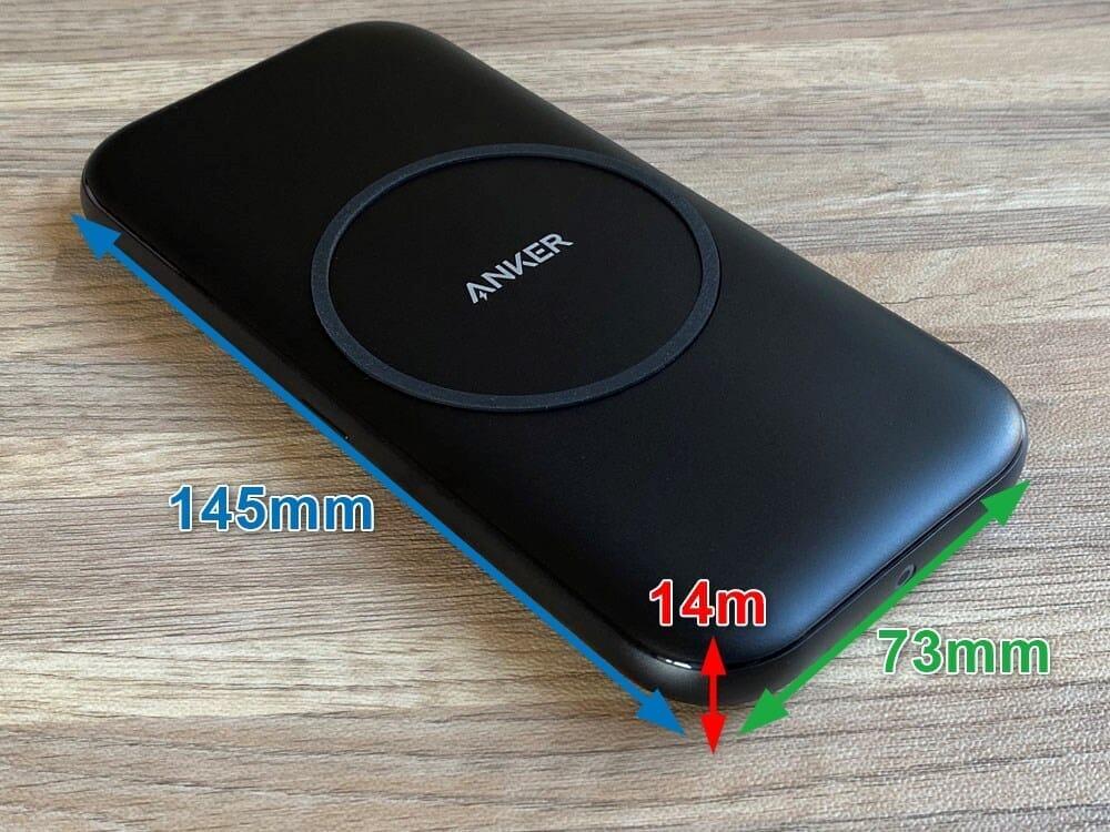 【Anker ワイヤレス充電器PowerWave Base Padレビュー】Qi対応で置くだけ充電!従来の約10%充電速度が高速化した滑り止め加工が嬉しいワイヤレス充電器|外観:サイズは145×73×14mmとカバンのポケットにスッポリ入るサイズ感。
