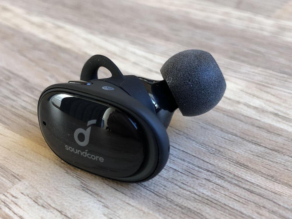 【Anker Soundcore Liberty 2レビュー】大口径10mmドライバーで新次元サウンド体験!音質と機能性が高水準で両立した第二世代・完全ワイヤレスイヤホン|好相性なイヤーチップ:重低音にさらなるパワーを求めるならコンプライ「Ts-200」がおすすめです。