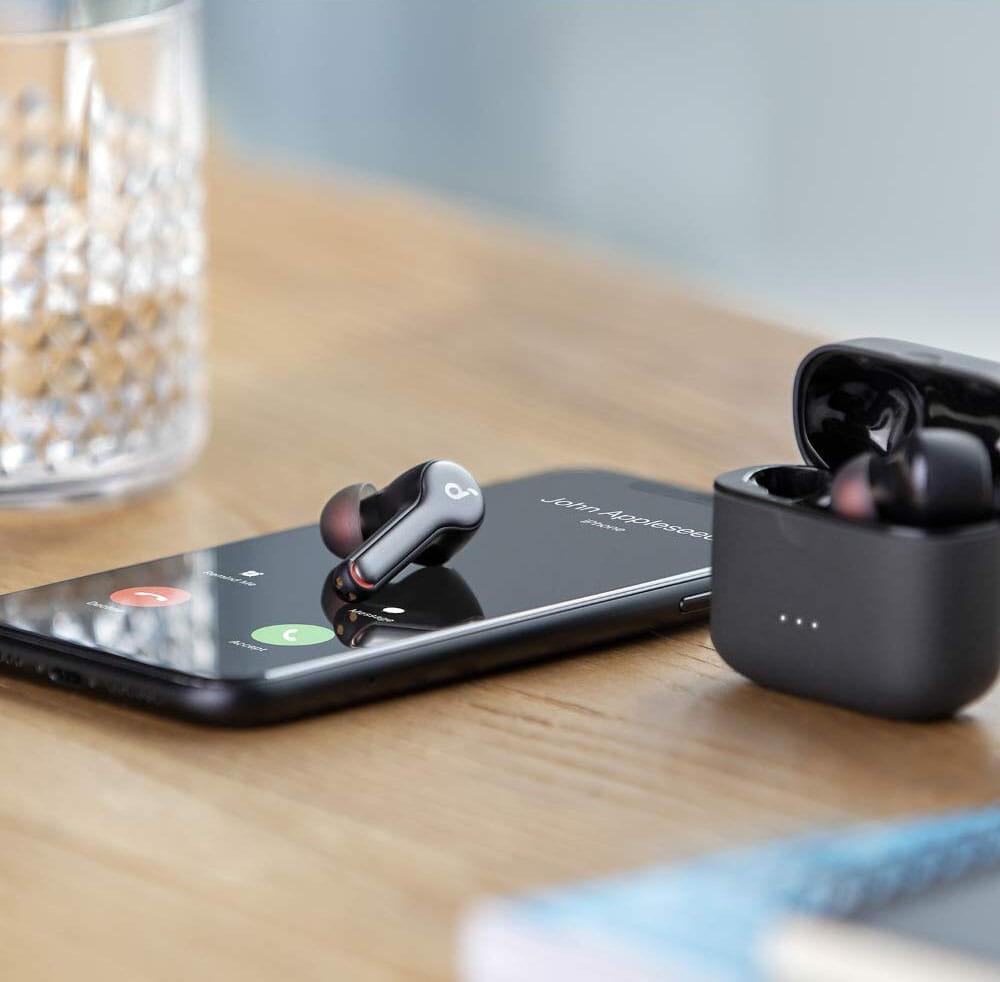 【Anker Soundcore Liberty 2レビュー】大口径10mmドライバーで新次元サウンド体験!音質と機能性が高水準で両立した第二世代・完全ワイヤレスイヤホン|ペアリング方法:Anker「Soundcore Liberty 2」には「モノラルモード」があらかじめ搭載されているので、手軽に片耳だけで使うことができます。