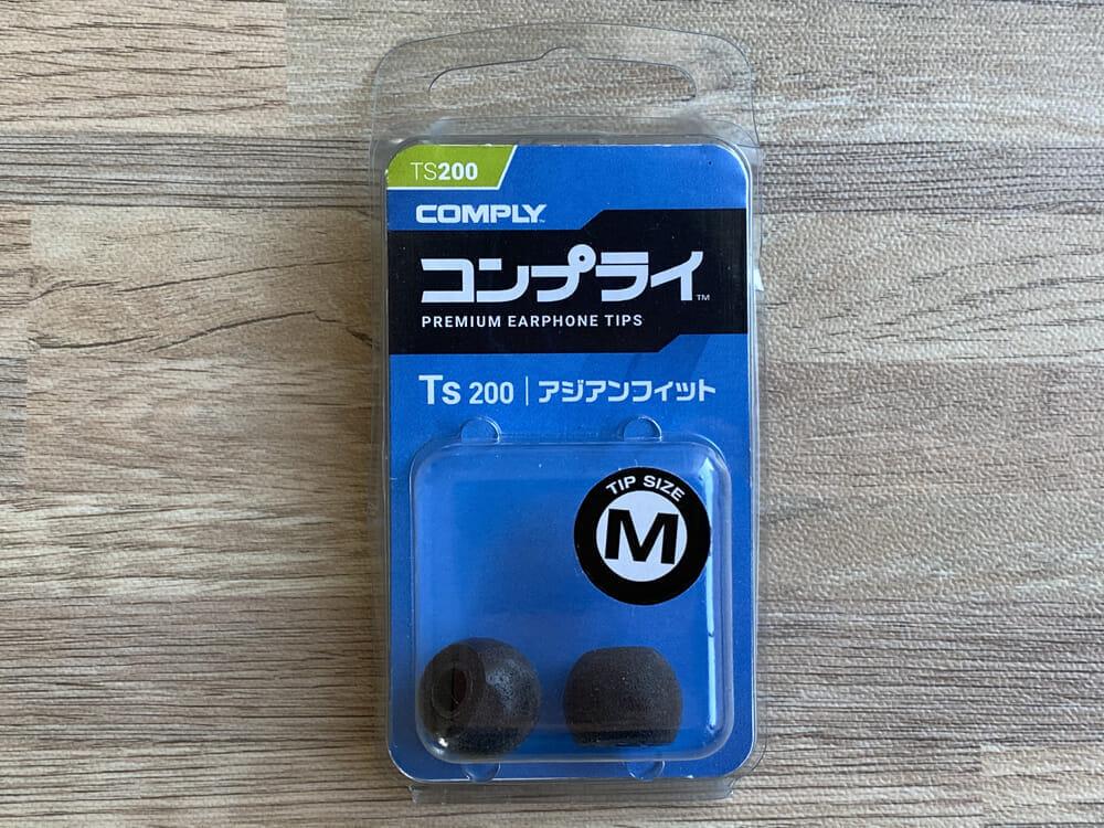 【ソニー WI-XB400レビュー】大人気ワイヤレスイヤホンWI-C310の低音強化版!15時間再生&急速充電と大迫力Extra Bassが自慢の左右一体型Bluetoothイヤホン|好相性なイヤーピース:デフォルトの状態で既に満足のいく音質と装着感が味わえる「WI-XB400」ですが、さらにその特徴を活かすならコンプライ「Ts-200」を試してみましょう。