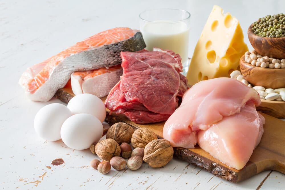 【🍖プロテインとは?】ダイエット効果大の「プロテイン」を飲むタイミングや副作用・デメリットなど一挙解説|そもそもタンパク質を補給する意味や必要性は?|プロテインとは?