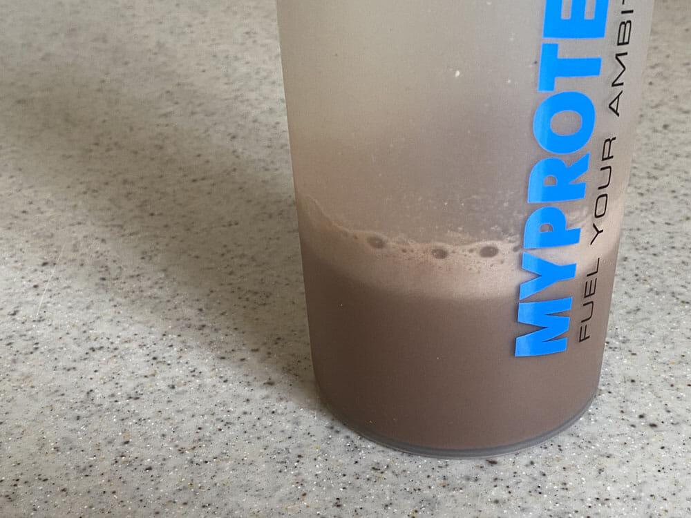 【プロテインの飲み方】ダイエット効果の高いプロテインの飲み方とは?飲むタイミング一つで痩せる効果が変わってくるプロテイン摂取方法まとめ|プロテインドリンクの飲み方(作り方):シェイカーをしっかり振る