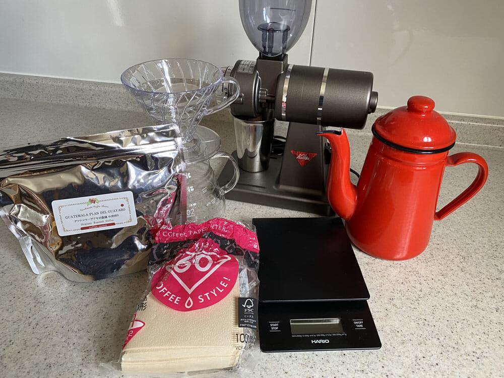 【美味しいコーヒーの入れ方】プロ直伝のコーヒーの入れ方を伝授!クリーンな味わいがクセになるハンドドリップ法|バリスタ級のコーヒーをご自宅で!|コーヒーを入れる手順:1.下準備をする