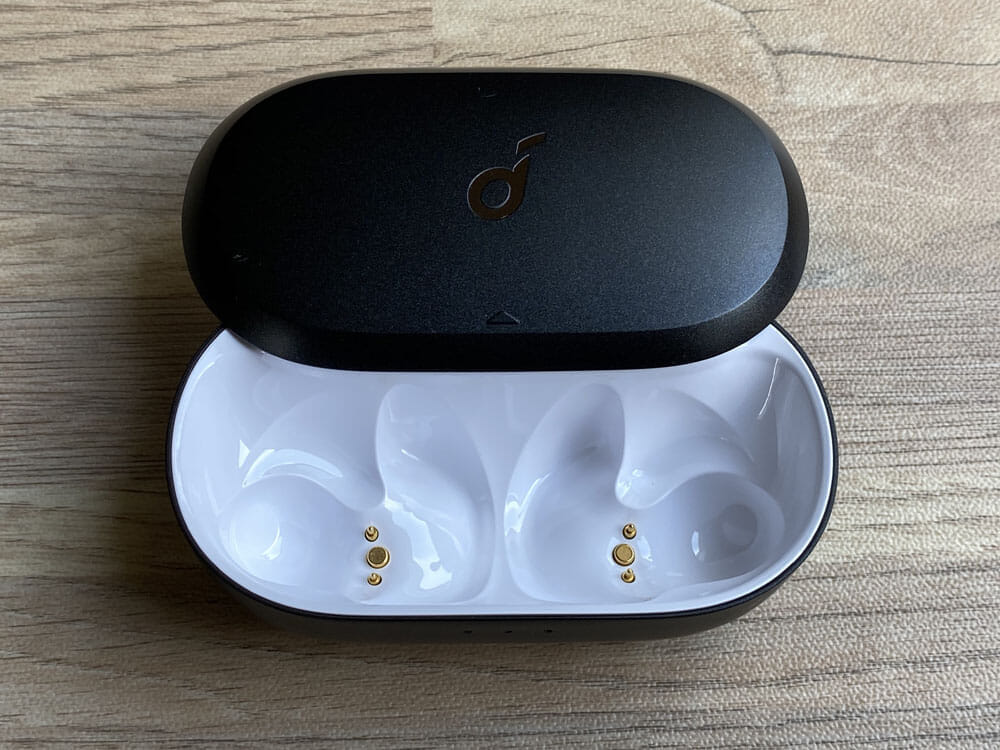 【Anker Soundcore Spirit Dot 2レビュー】スポーツ向けワイヤレスイヤホンの最適解!?完全防水で最大5.5時間連続再生&急速充電可能な完全ワイヤレスイヤホン|外観:ちなみに中身はシンプルです。