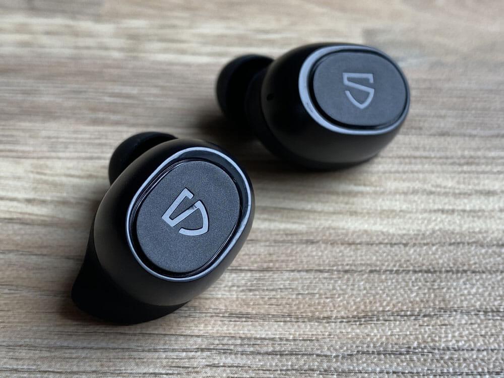 【SOUNDPEATS TrueFree2レビュー】TrueFree+から更に進化を遂げた最新モデル!音質・防水性能・接続安定性など価格不相応な高コスパ完全ワイヤレスイヤホン|外観