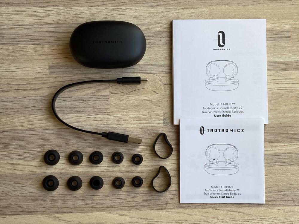 【TaoTronics SoundLiberty 79レビュー】超コンパクト&完全防水!イヤホン単独8時間再生可能で通話ノイキャン性能も良好な完全ワイヤレスイヤホン|付属品