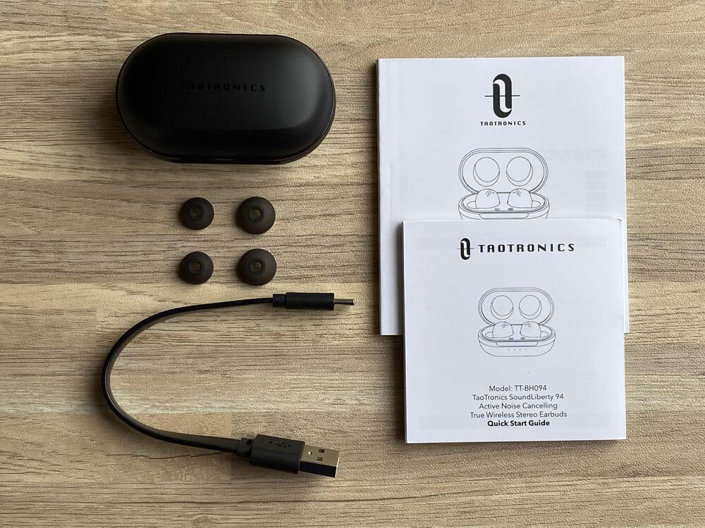 【TaoTronics SoundLiberty 94レビュー】ノイズキャンセリング機能搭載!外音取り込み機能・MCSync技術の安定無線接続も秀逸な高コスパBluetoothイヤホン|付属品