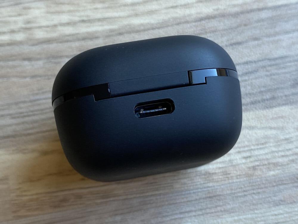 【GLIDiC Sound Air TW-5100レビュー】バッテリー性能・充電性能に優れたリーズナブル完全ワイヤレス!音質も上々な高コスパTWS|外観:背部にはType-C充電ポートが搭載されています。